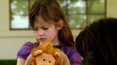 Renesmee cuddling her teddy leaving for rio