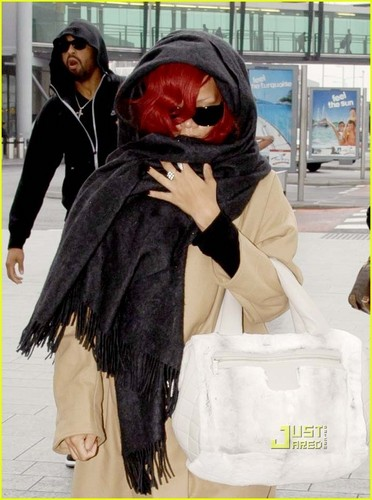 Rihanna: Londres Departure with Matt Kemp