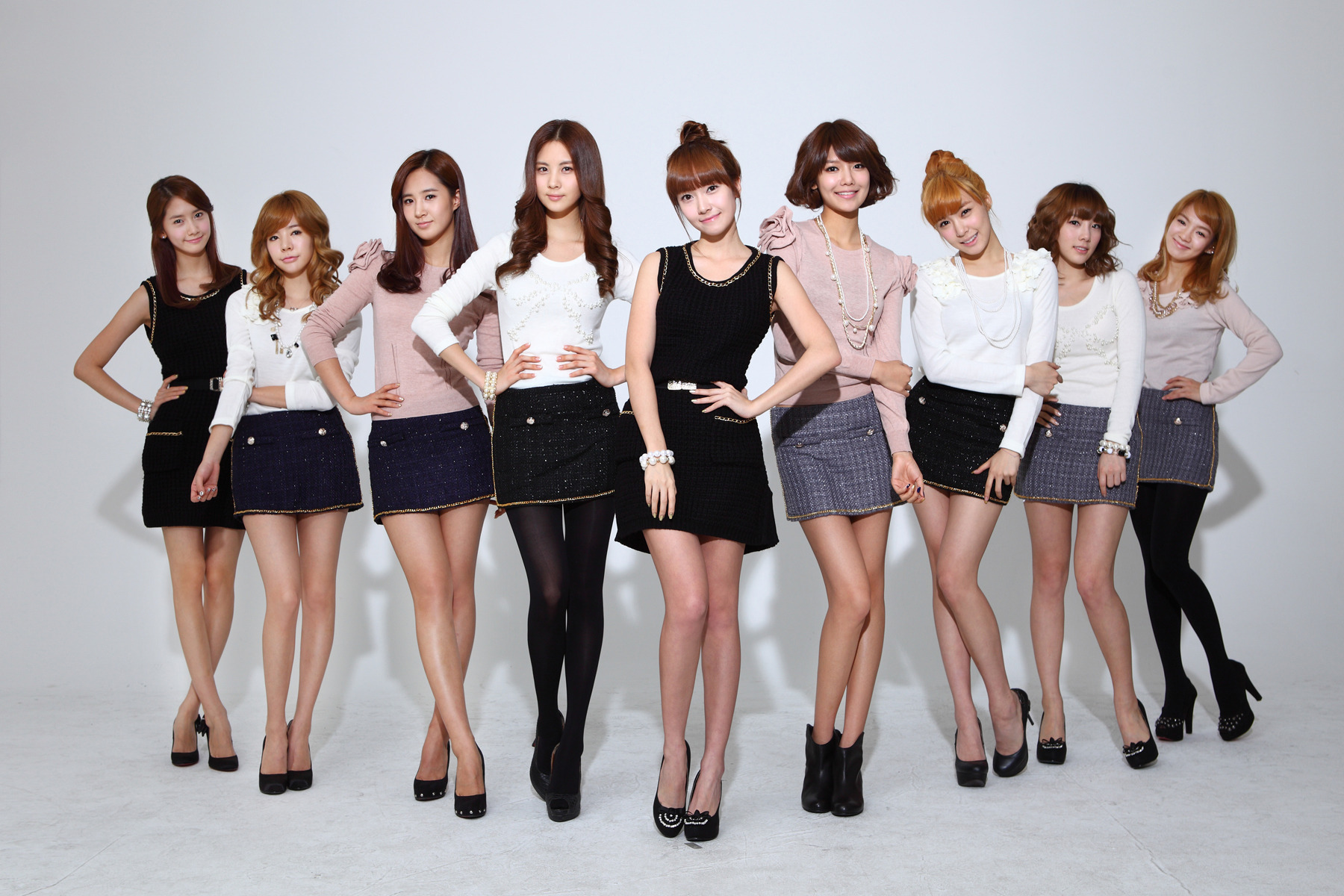 http://images4.fanpop.com/image/photos/16700000/SNSD-girls-generation-snsd-16702804-1800-1200.jpg