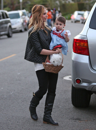 Sarah & carlotta, charlotte out in Brentwood