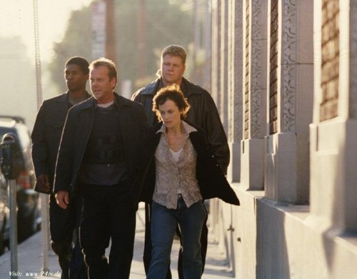 24 wallpaper containing a business suit called Sarah Clarke & Kiefer as Nina Myers & Jack Bauer