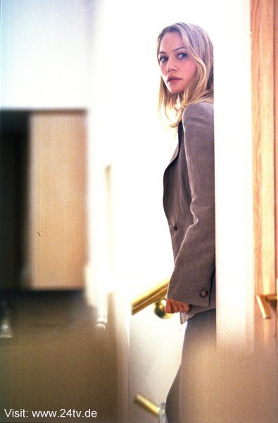 Sarah Wynter as Kate Warner