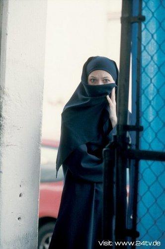 Sarah Wynter as Kate Warner