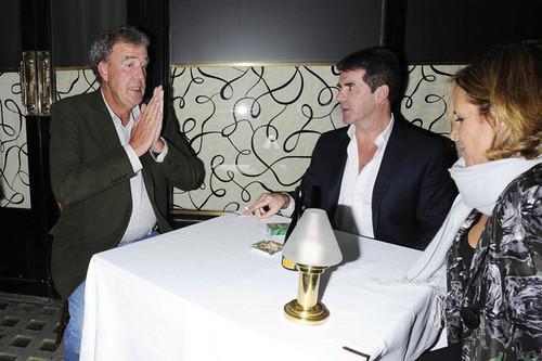 Simon Cowell Leaves Scott's Restaurant in Londra