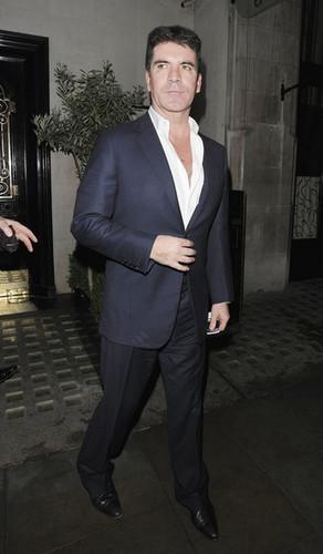 Simon Cowell Leaves Scott's Restaurant in 伦敦