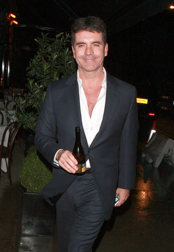 Simon Cowell Leaves Scott's Restaurant in 伦敦