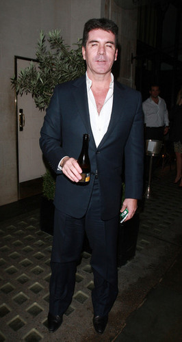 Simon Cowell Leaves Scott's Restaurant in 런던