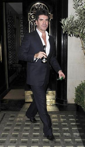 Simon Cowell Leaves Scott's Restaurant in ロンドン