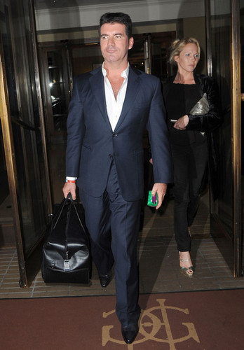 Simon Cowell Leaves the Pride of Britain Awards