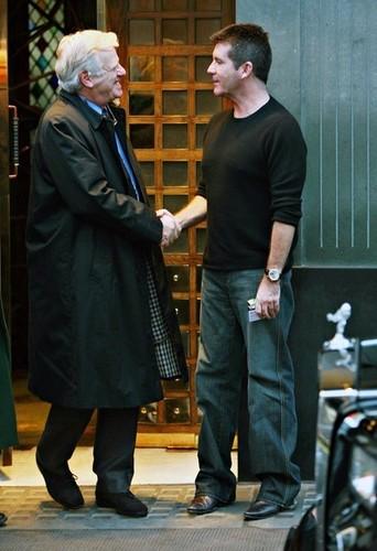Sir Philip Green And Simon Cowell Having 晚餐 At Scotts