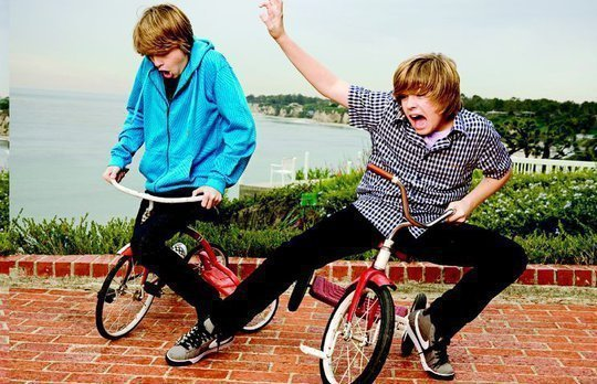 http://images4.fanpop.com/image/photos/16700000/Twins-the-sprouse-brothers-16788312-540-348.jpg