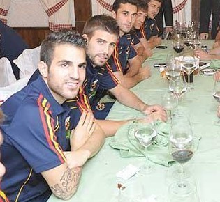 Gerard and Cesc wallpaper with a dinner table, a restaurant, and a bistro titled cesc-site.tk