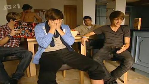 1 Direction Chilling In The House :) x