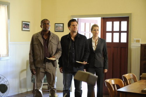 Psych 壁纸 with a business suit entitled 5x12 Dual Spires promo pics
