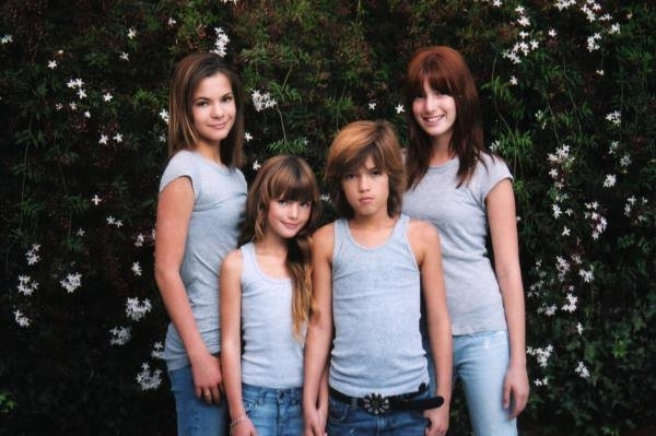 Bella Thorne Bella amp  FamilyBella Thorne And Her Family