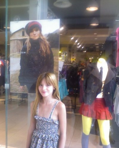 Bella Infront Of Bella<3 LOL
