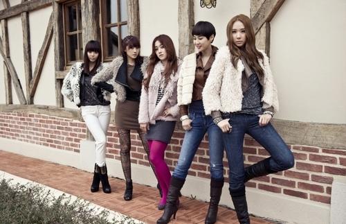Bini, Hyuna, Sera, Sam & Lynn