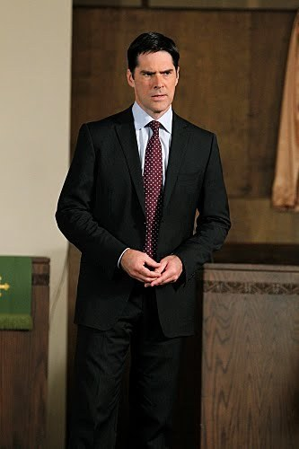 SSA Aaron Hotchner wolpeyper containing a business suit, a suit, and a single breasted suit called CM 6x10 What happens at tahanan promotion