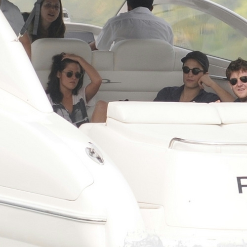 Closer Pics of Rob and Kristen leaving for Paraty