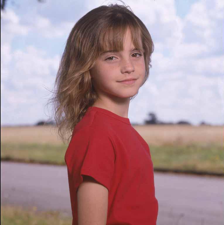 Emma Watson - Photoshoot #001: Harry Potter launching (2000)