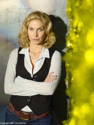 Erica Evans (Elizabeth Mitchell)