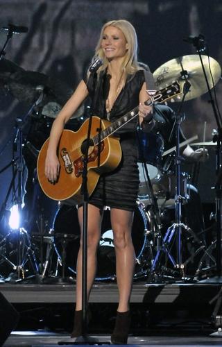 Gwyneth @ 44th Annual CMA Awards 表示する