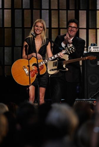 Gwyneth @ 44th Annual CMA Awards hiển thị