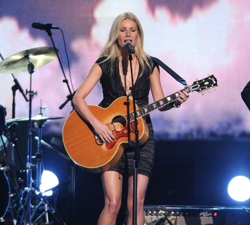 Gwyneth @ 44th Annual CMA Awards دکھائیں
