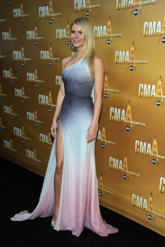 Gwyneth Paltrow wallpaper containing a cena dress and a bridesmaid titled Gwyneth @ 44th Annual CMA Awards