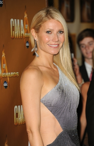 Gwyneth @ 44th Annual CMA Awards