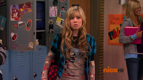 Jennette McCurdy fondo de pantalla possibly with a hip boot, an outerwear, and a box capa called ICarly
