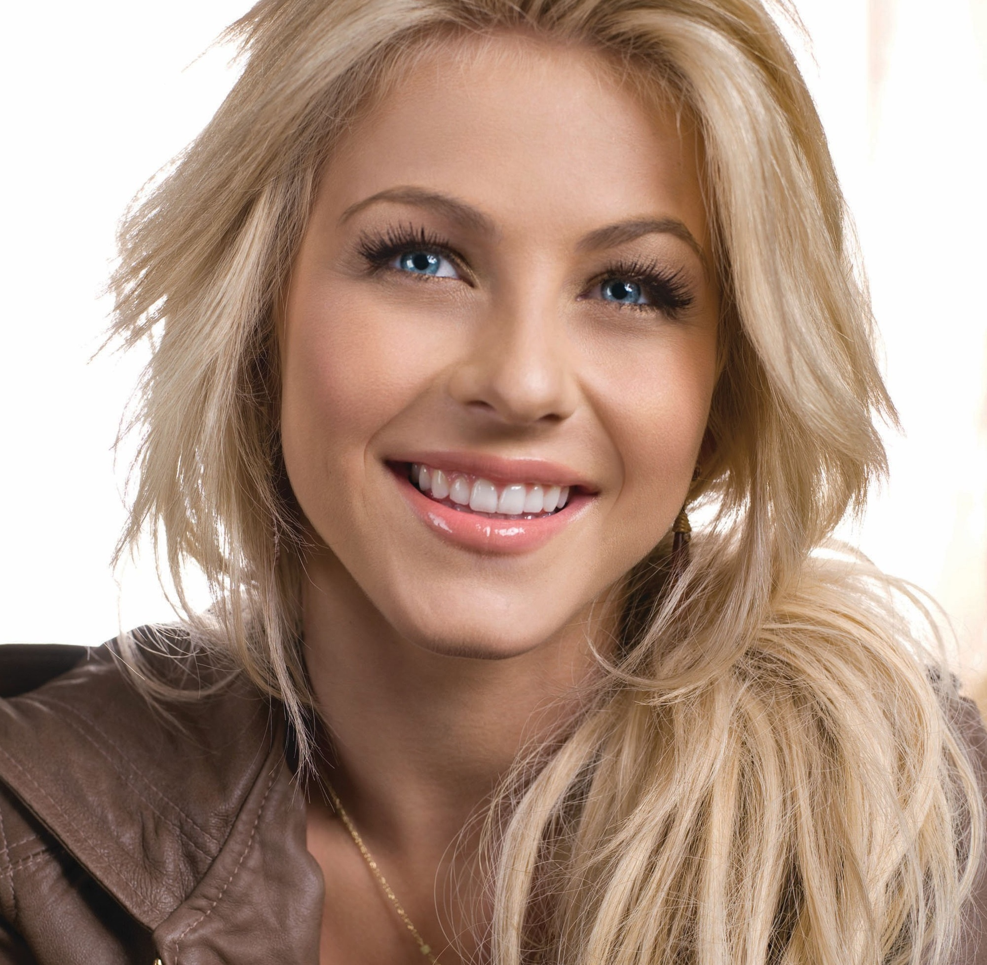 julianne hough bio