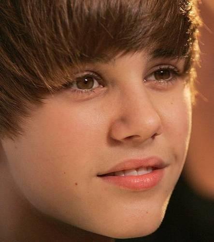 Justin Bieber Looking Cute