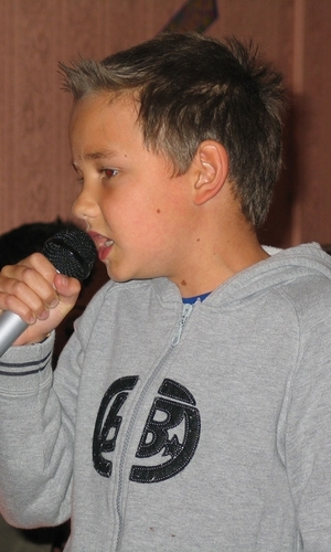 Liam bernyanyi When He Was Younger :) x