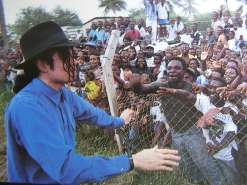 The MJ Fanpop family L.O.V.E. wallpaper with a chainlink fence entitled MJ and his fans «3