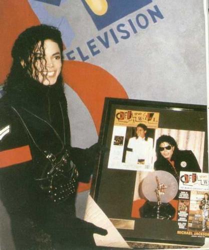 Dangerous era 바탕화면 containing 아니메 titled MJ