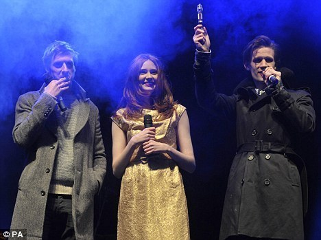 Matt,Karen & Arthur turn on Cardiff xmas lights