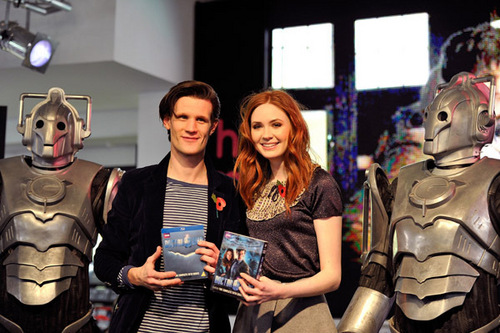 Matt & Karen at DVD release signing at HMV оксфордский, oxford, оксфорд улица, уличный 8/11/10