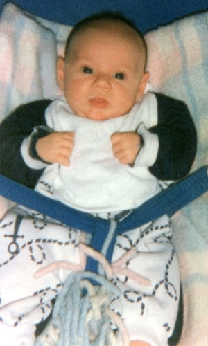 Niall Horan achtergrond containing a neonate entitled Niall As A Baby Aww (Rare Pic) x