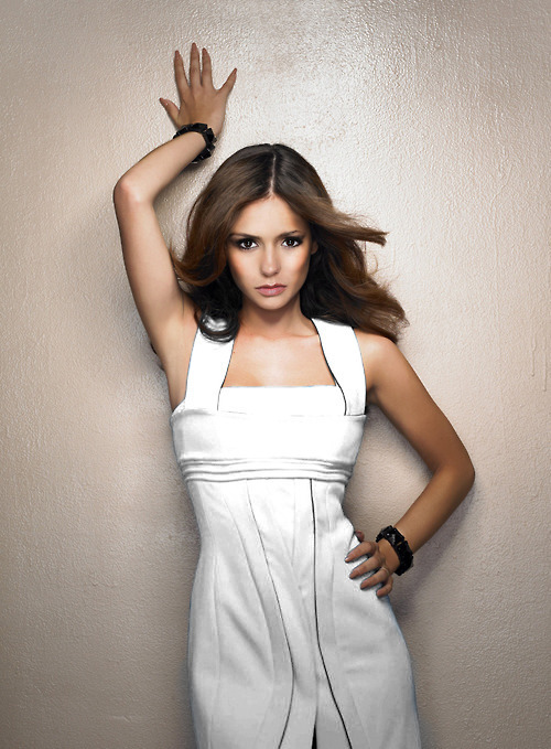 http://images4.fanpop.com/image/photos/16800000/Nina-Dobrev-the-vampire-diaries-tv-show-16802719-500-679.jpg