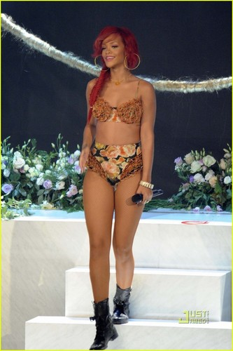 Rihanna: The X Factor Italia Performance