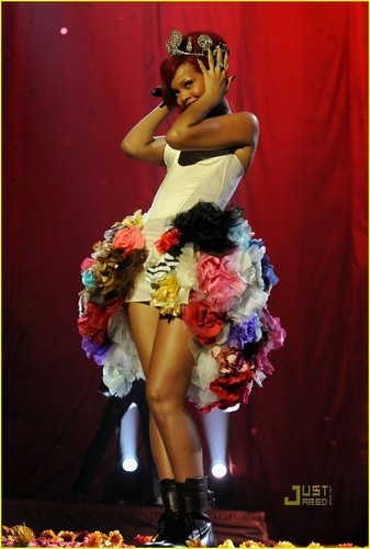 Rihanna's EMAs Performance