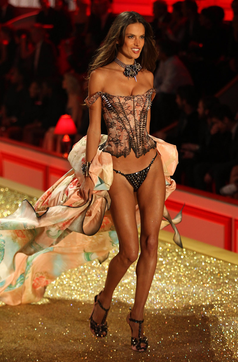 Victoria's Secret Victoria's Secret Fashion Show 2010