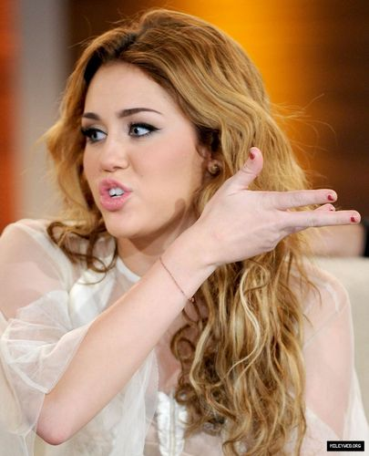 Miley Cyrus Hintergrund with a portrait titled Wetten Dass,November 6th,2010