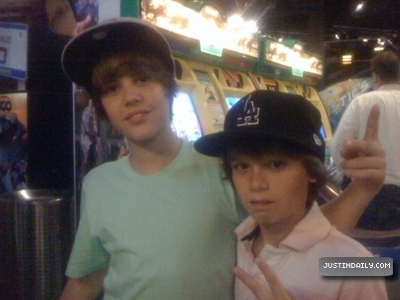 Justin Bieber Family on Justin Bieber With Family And Friends