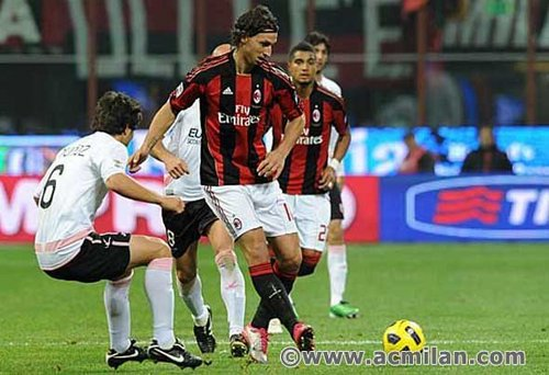 Zlatan Ibrahimovic wallpaper probably containing a fullback entitled Z.Ibrahimovic...(Milan-Palermo, 3-1, Serie A TIM)