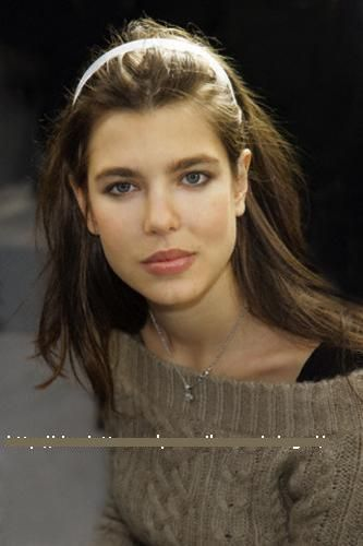 Prinzessin charlotte Casiraghi Hintergrund with a portrait called charlotte