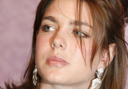Prinzessin charlotte Casiraghi Hintergrund with a portrait titled charlotte