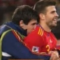player kisses piqué