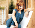 reba sitting on couch - reba-mcentire photo